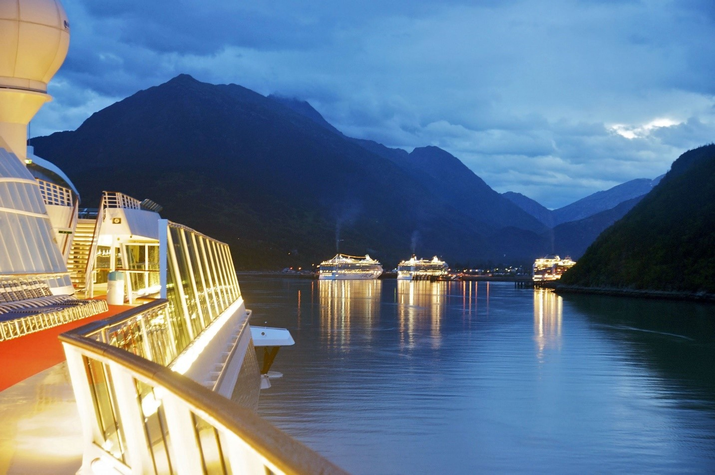 A Glimpse at the Most Luxurious Cruise Lines of 2015