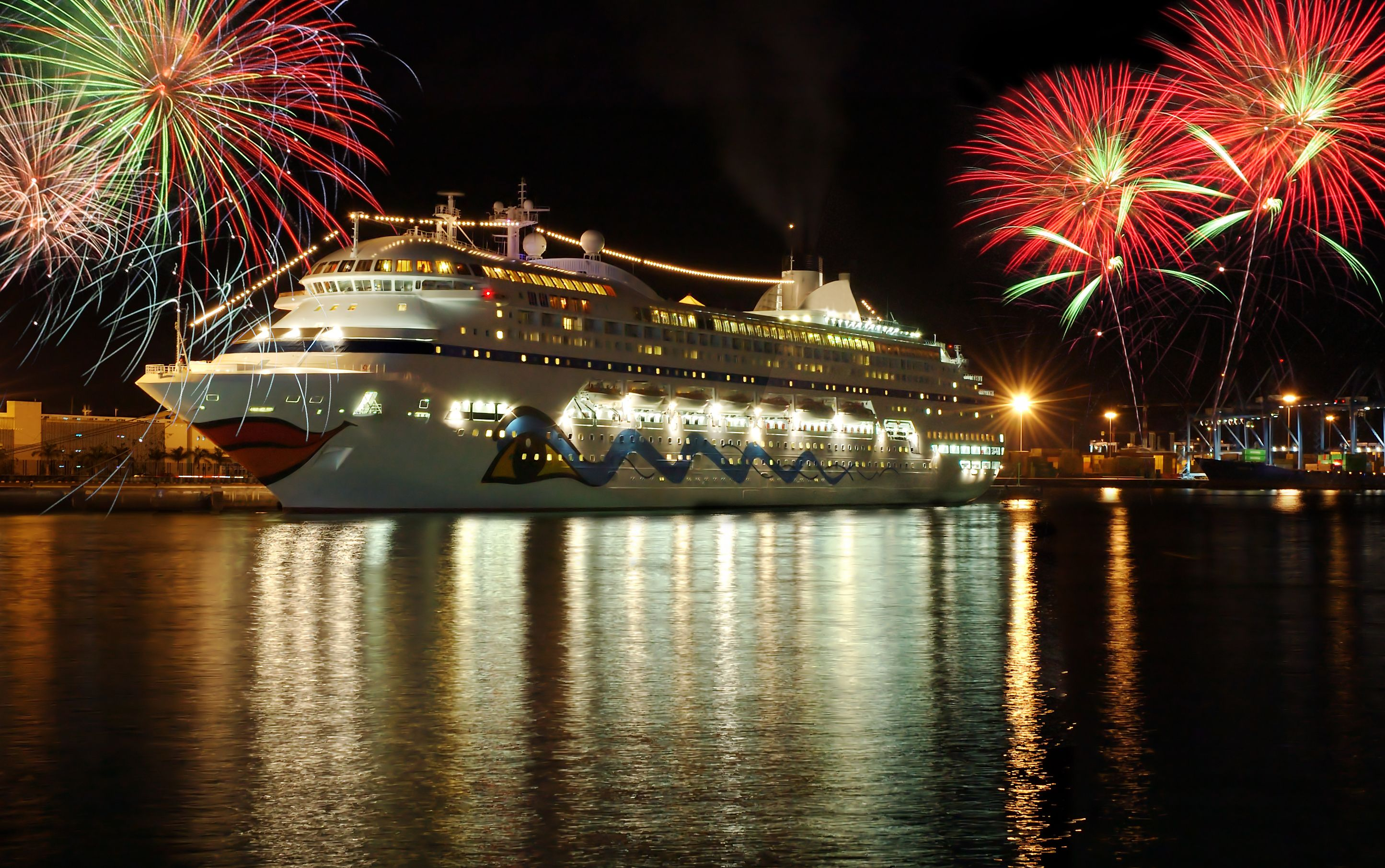 What to Expect if You Take a Holiday Cruise